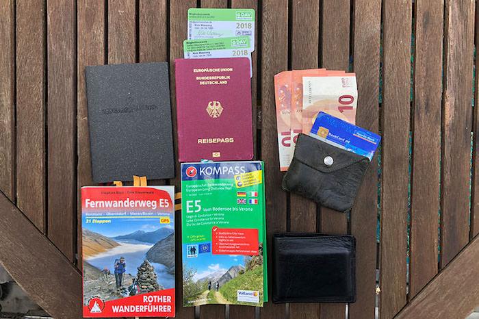 Packliste Alpenüberquerung Dokumente