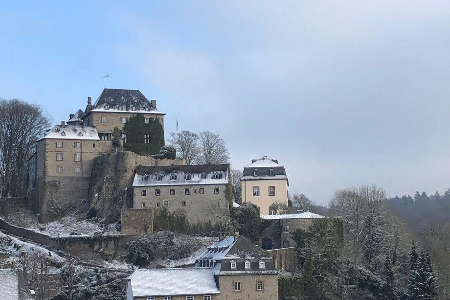 Eifelsteig-Etappe 6: Burg Blankenheim im Schnee