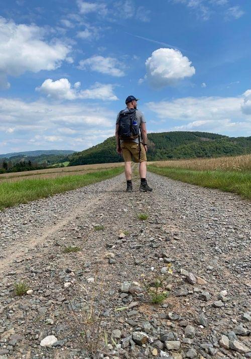 Breite Wanderwege auf dem Ederhöhenpfad