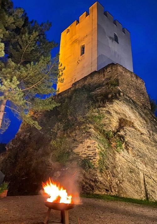 Burg Sterrenberg bei Nacht