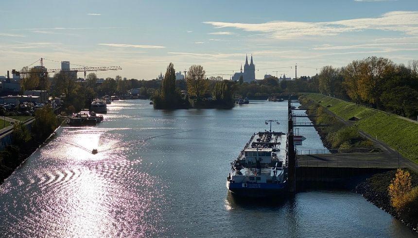 Ausblick Mülheimer Hafen Kölner Dom